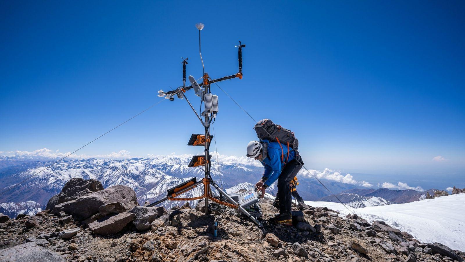 Chile: Instalan la estación meteorológica más alta de los Andes que ayudará a los científicos a ...
