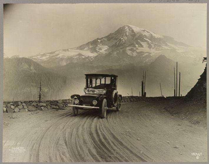 Este automóvil eléctrico fue producido para Anderson Electric Car Co. desde 1910-1920. En la foto se encuentra ...
