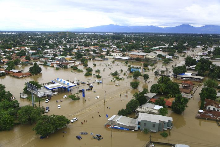 5 de noviembre de 2020 en La Lima, Honduras. Vista de la ciudad inundada luego de ...