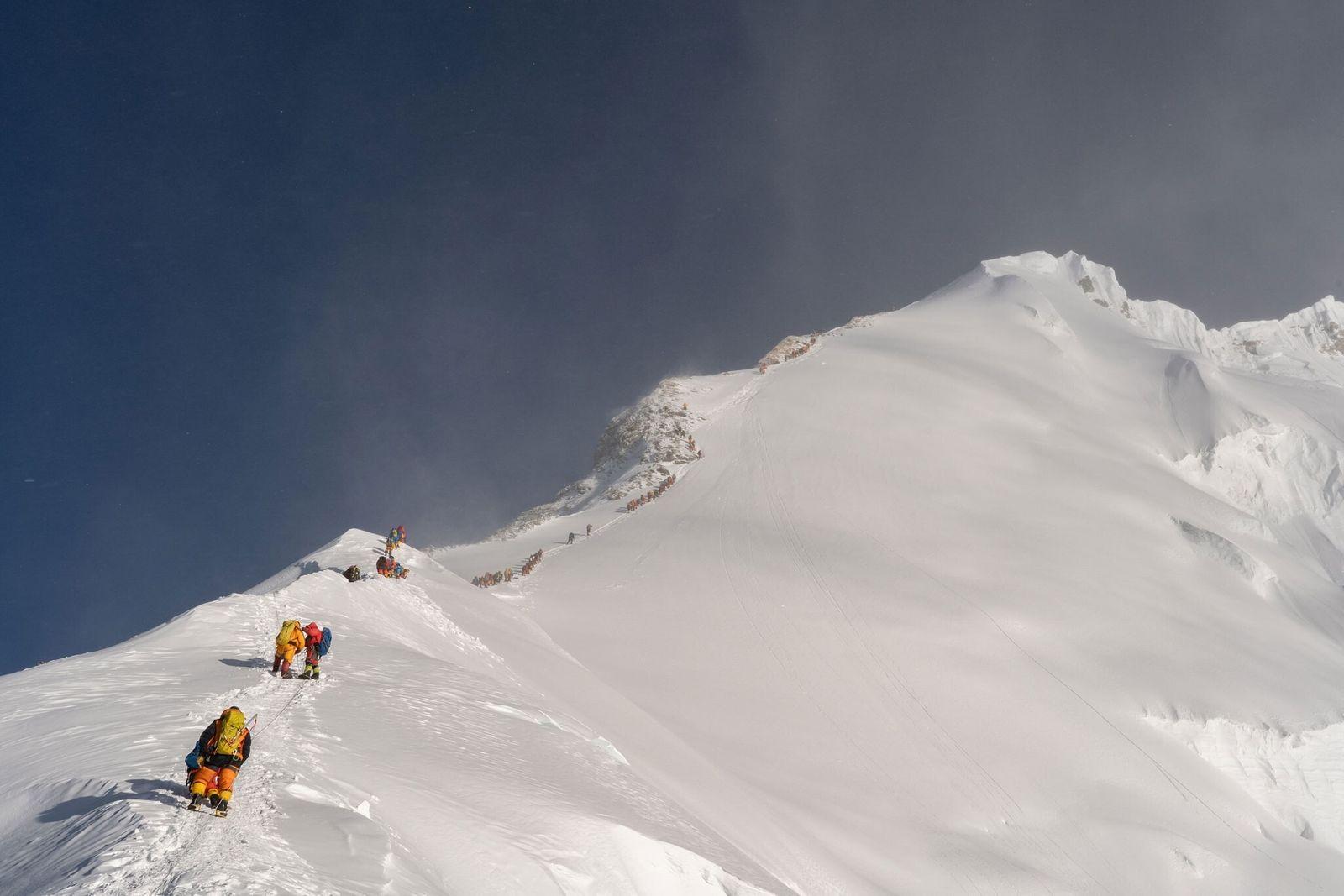 Encuentran microplásticos cerca de la cima del Everest