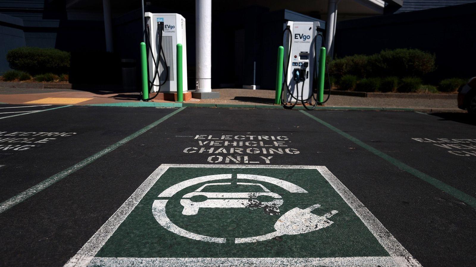 Una de las desventajas de los automóviles eléctricos frente a los automóviles a gasolina son los ...