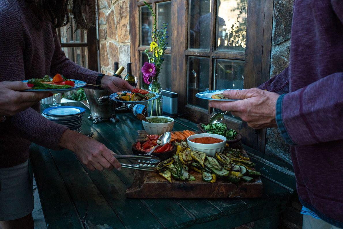 En Estancia Ranquilco, los huéspedes disfrutan de las comidas caseras de la chef Liz Millikan. En ...