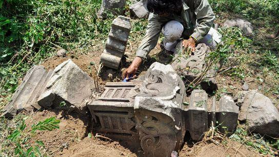 Las lápidas históricas reveladas por el tsunami del Océano Índico del 2004 llevaron a los investigadores ...