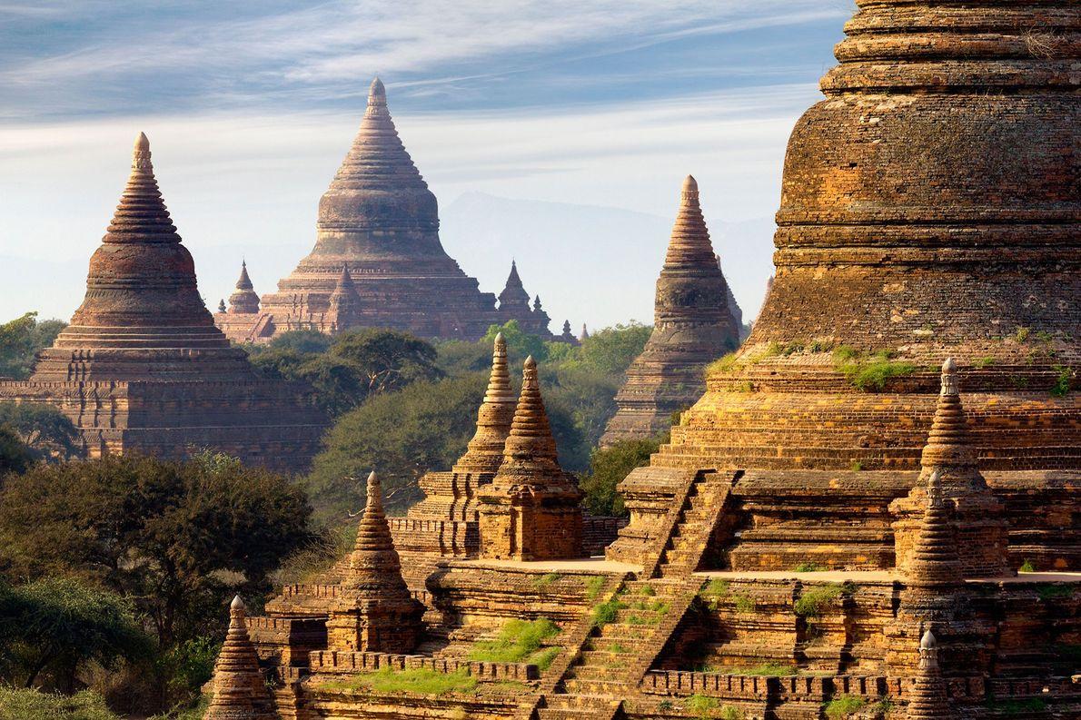 La capital otrora real de Bagan fue originalmente el hogar de aproximadamente 10.000 estructuras budistas. Actualmente, …