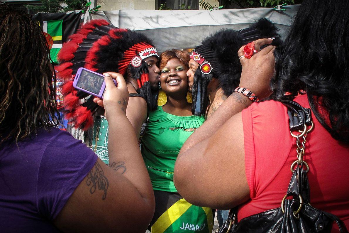 La alegría, el orgullo y el amor se exhiben en el desfile anual del West Indian ...