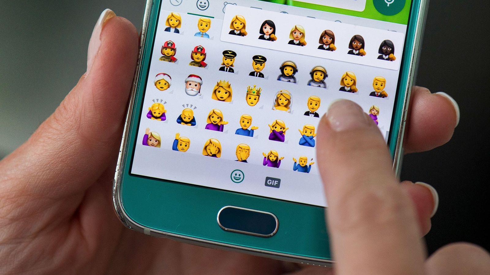 Desde 2015, los emojis han estado disponibles en un tono genérico amarillo y en cinco tonos ...