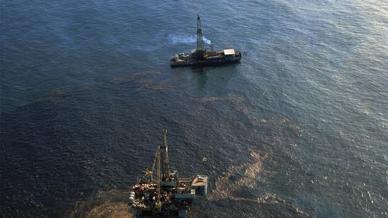 El derrame de petróleo de la Union Oil Company en febrero de 1969 —que cubrió 2072 ...