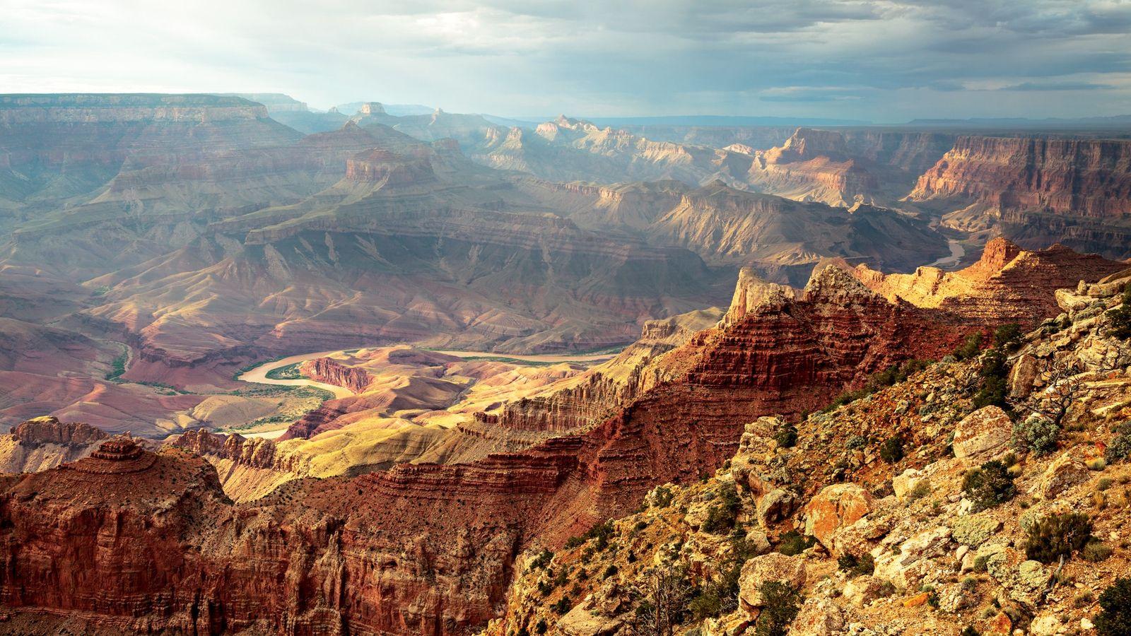El río Colorado serpentea a través del Parque Nacional del Gran Cañón, en Arizona.