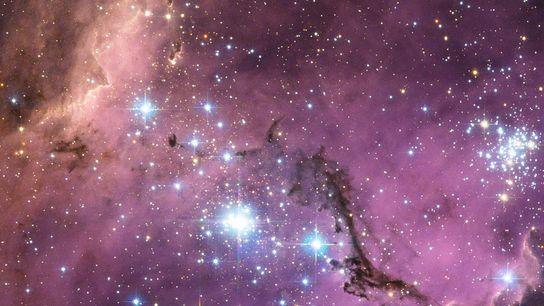 A unos 200.000 años luz de la Tierra, la Gran Nube de Magallanes, una galaxia satélite ...
