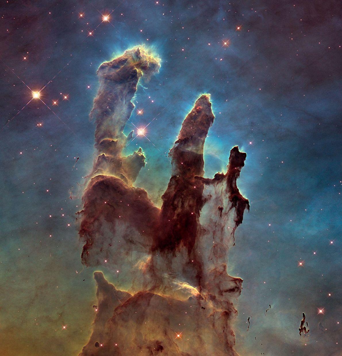 """Los """"Pilares de la Creación"""" en la Nebulosa del Águila es quizás la imagen más emblemática ..."""