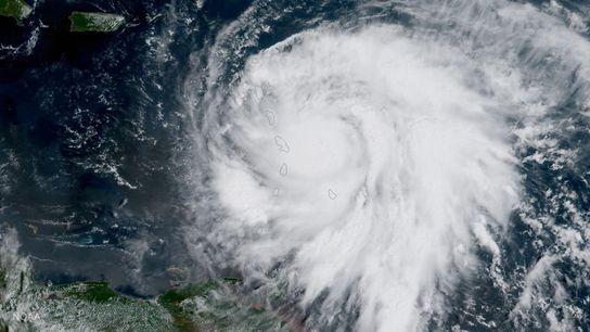 Un satélite de la NOAA sacó esta imagen del huracán María el 18 de septiembre de ...