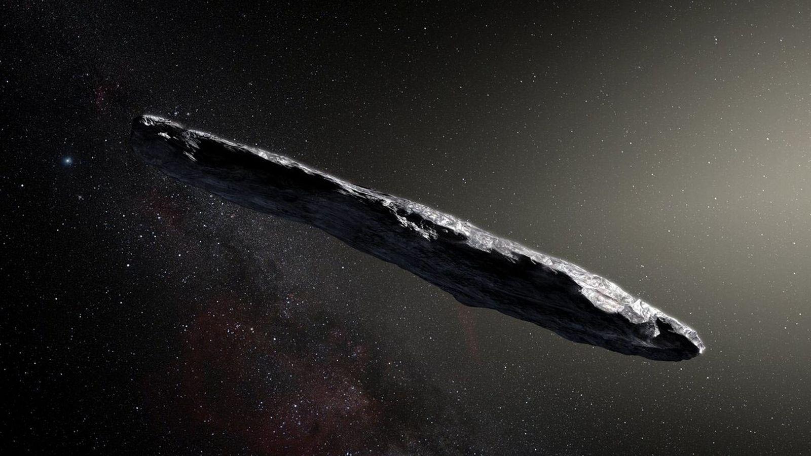 Representación artística del asteroide interestelar 1I/2017 U1 ('Oumuamua) mientras pasaba por el sistema solar luego de ...