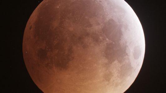 La luna libera sorprendentes cantidades de agua durante las lluvias de meteoros