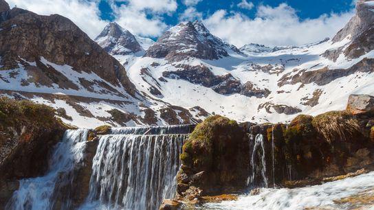 Un sismómetro en las montañas de los Pirineos está escuchando los sonidos del hielo del río ...