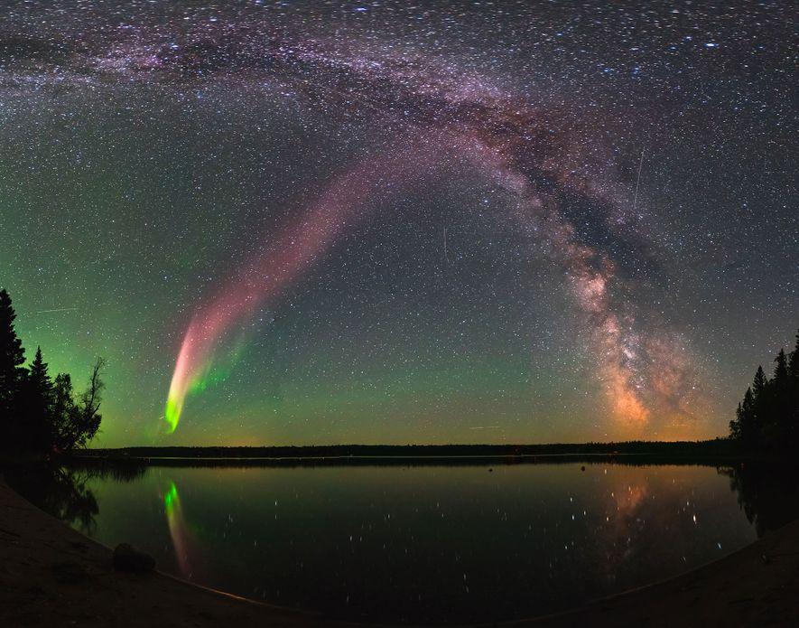 Steve visto con la Vía Láctea sobre Childs Lake, Manitoba.