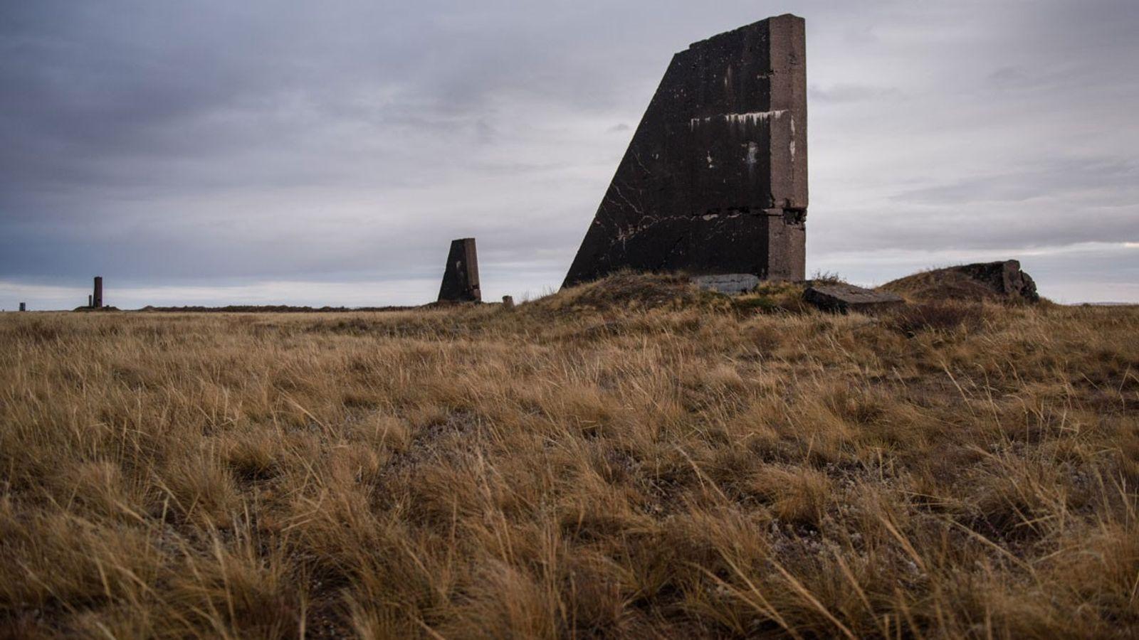 Estructuras de hormigón a unos 200 metros de distancia del lugar del primer ensayo nuclear soviético ...