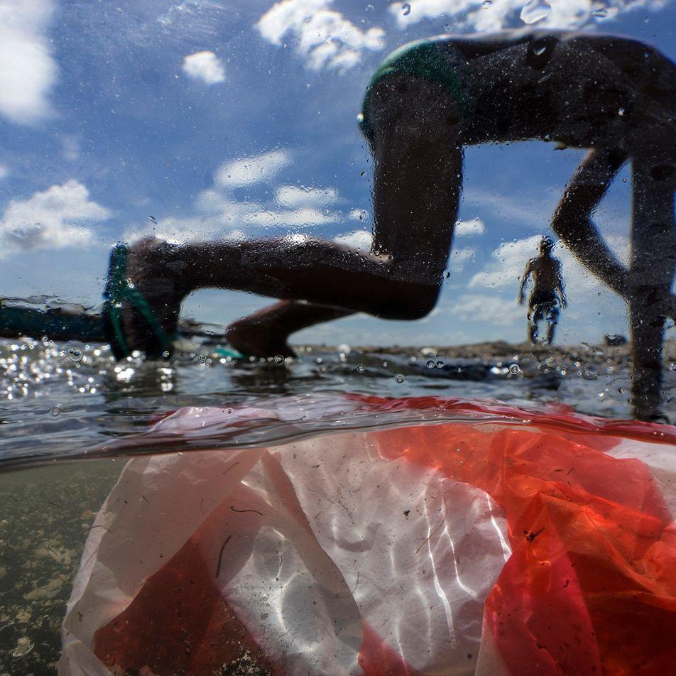 Si no se toman medidas drásticas, el plástico que llega a los mares casi se triplicará ...