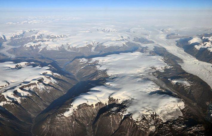 Muchos de los glaciares de la costa de Groenlandia se extienden por todo el mar, pero ...