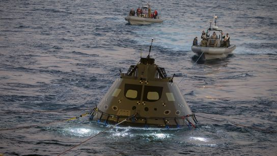 01-orion-space-capsule