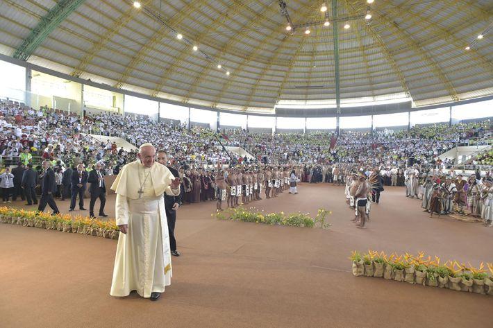 El Papa Francisco llega al Puerto Maldonado en el Amazonas en la provincia de Madre de ...