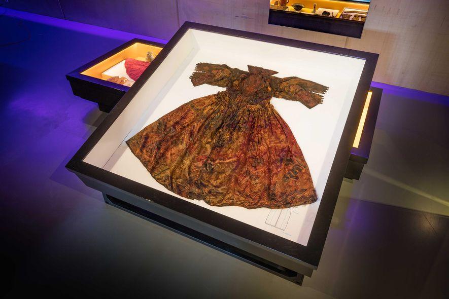 Este vestido fue encontrado por buzos cerca de la costa de la isla holandesa de Texel.