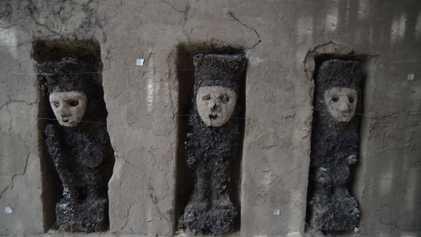 """Encuentran antiguas estatuas """"conservadas"""" en heces de termitas"""