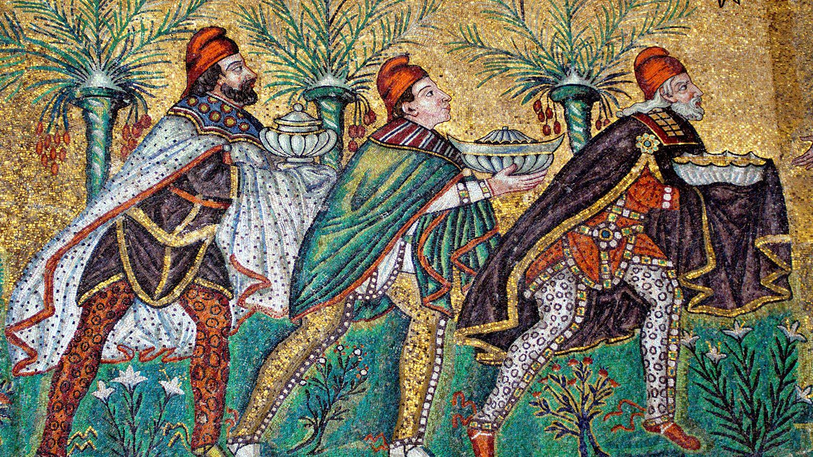 En la Basílica de San Apolinar el Nuevo en Ravenna, Italia, un impresionante mosaico del siglo ...