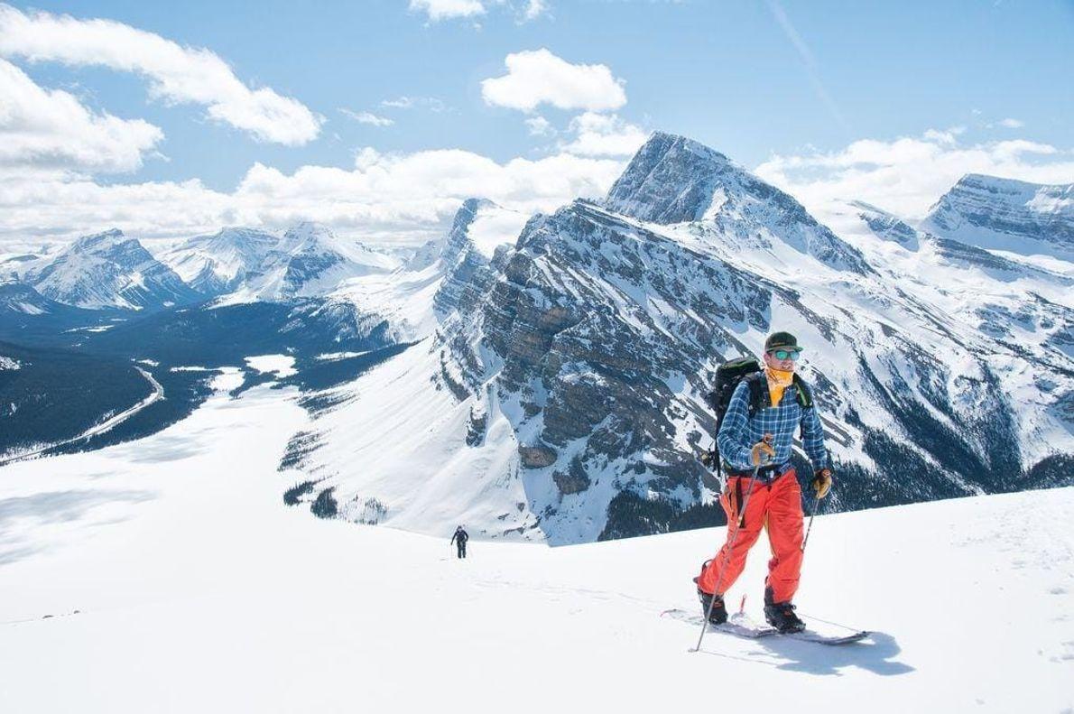 Mi hermano Daniel practica esquí de travesía en el monte Jimmy Simpson a lo largo de ...