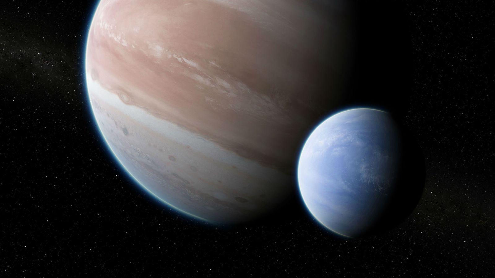 Una gran luna orbita el planeta Kepler 1625b del tamaño de Júpiter en una ilustración.