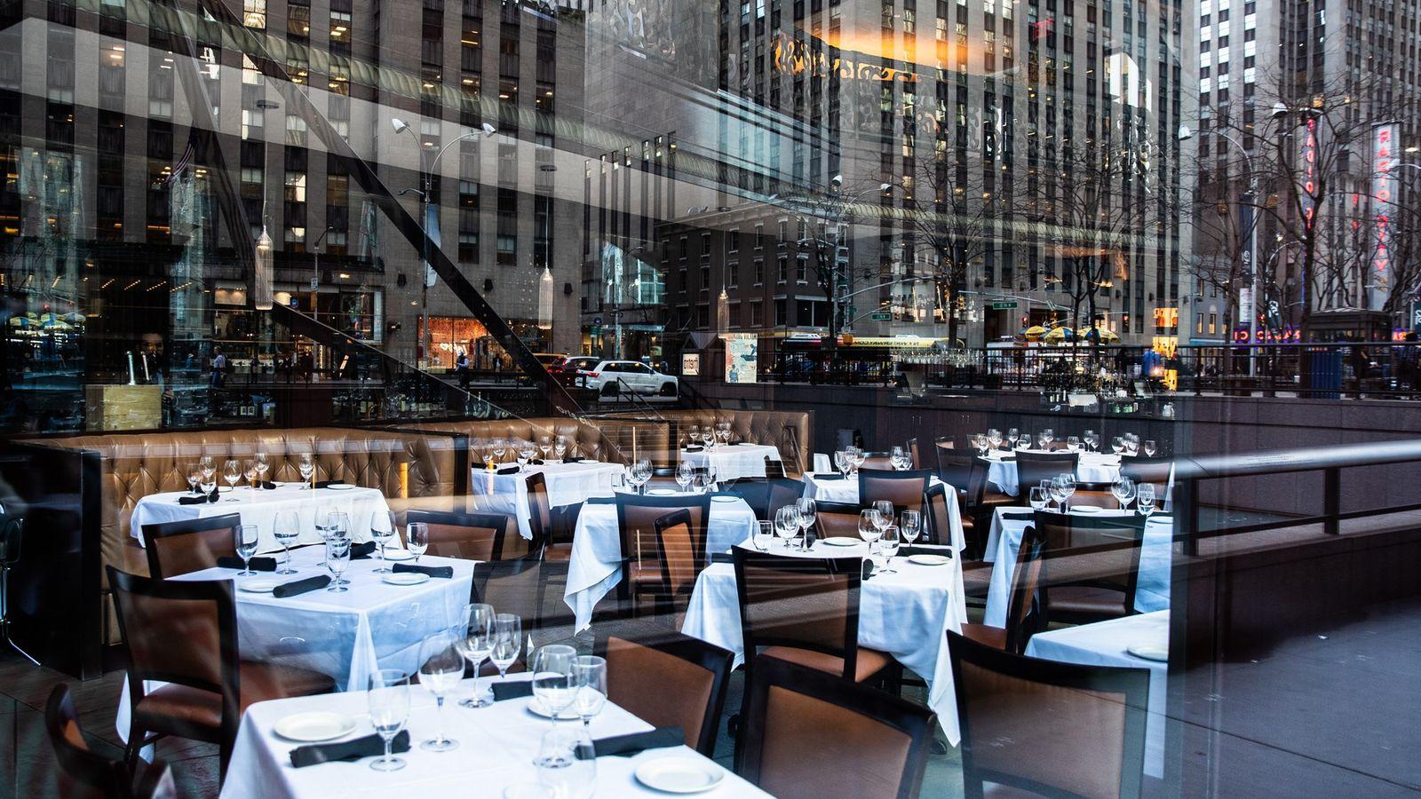 Restaurante vacío el 13 de marzo de 2020 en la ciudad de Nueva York.