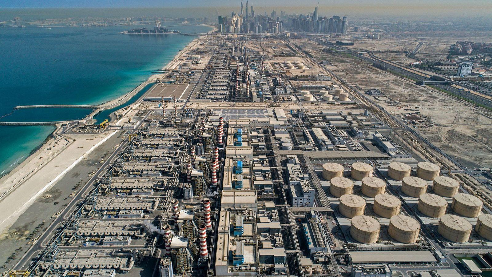 En la Autoridad de Electricidad y Agua de Dubái en Jebel Ali, el gas natural se ...