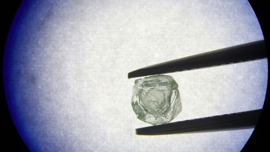 """Hallan un extraño diamante """"matrioska"""" dentro de otro diamante"""