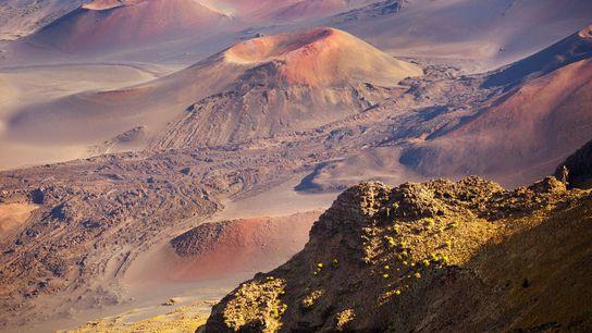 El cono de ceniza Pu'u Maui forma parte de un volcán inactivo en el Parque Nacional ...