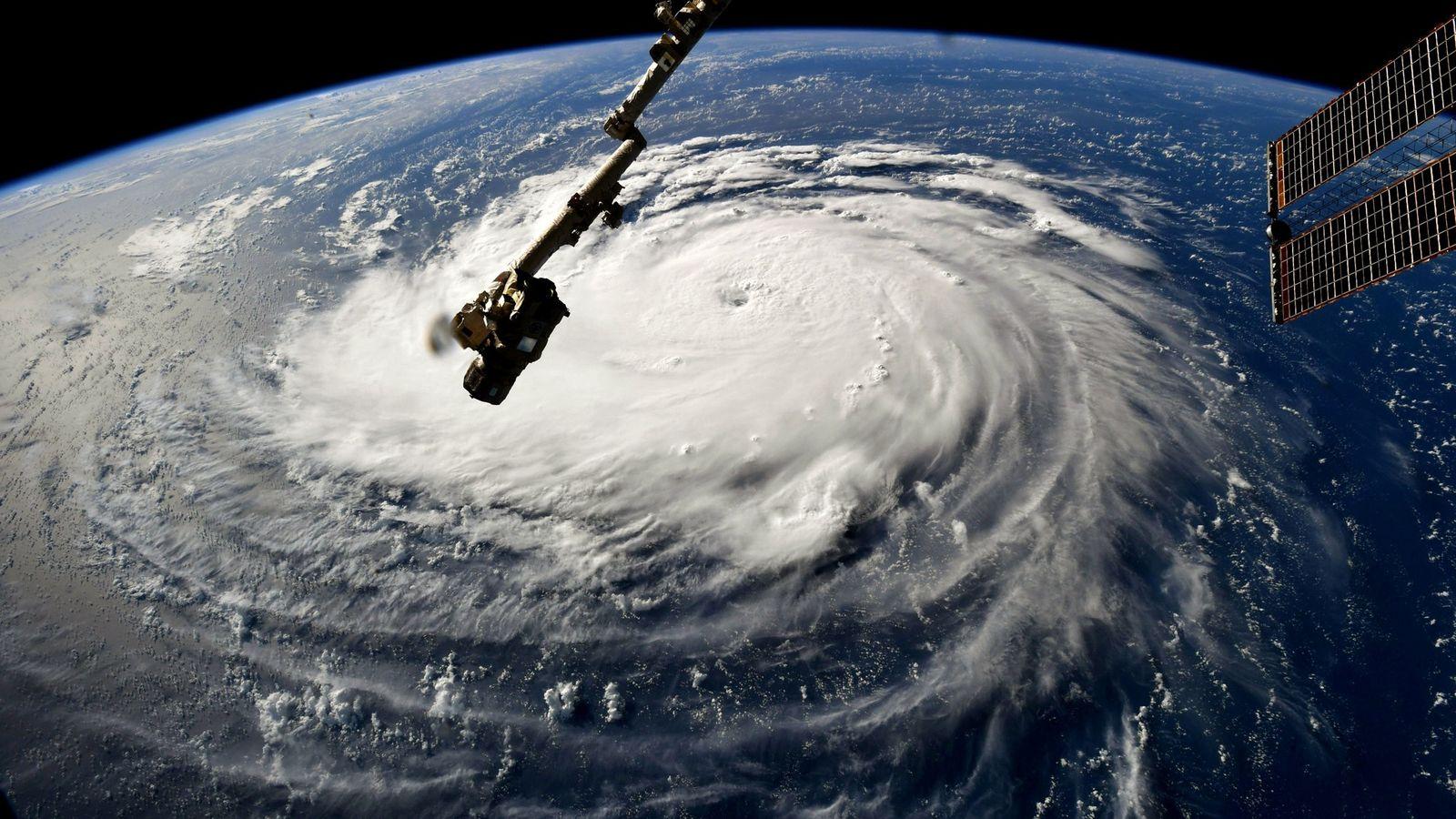 En esta imagen, tomada el 10 de septiembre de 2018 por la Estación Espacial Internacional, el ...