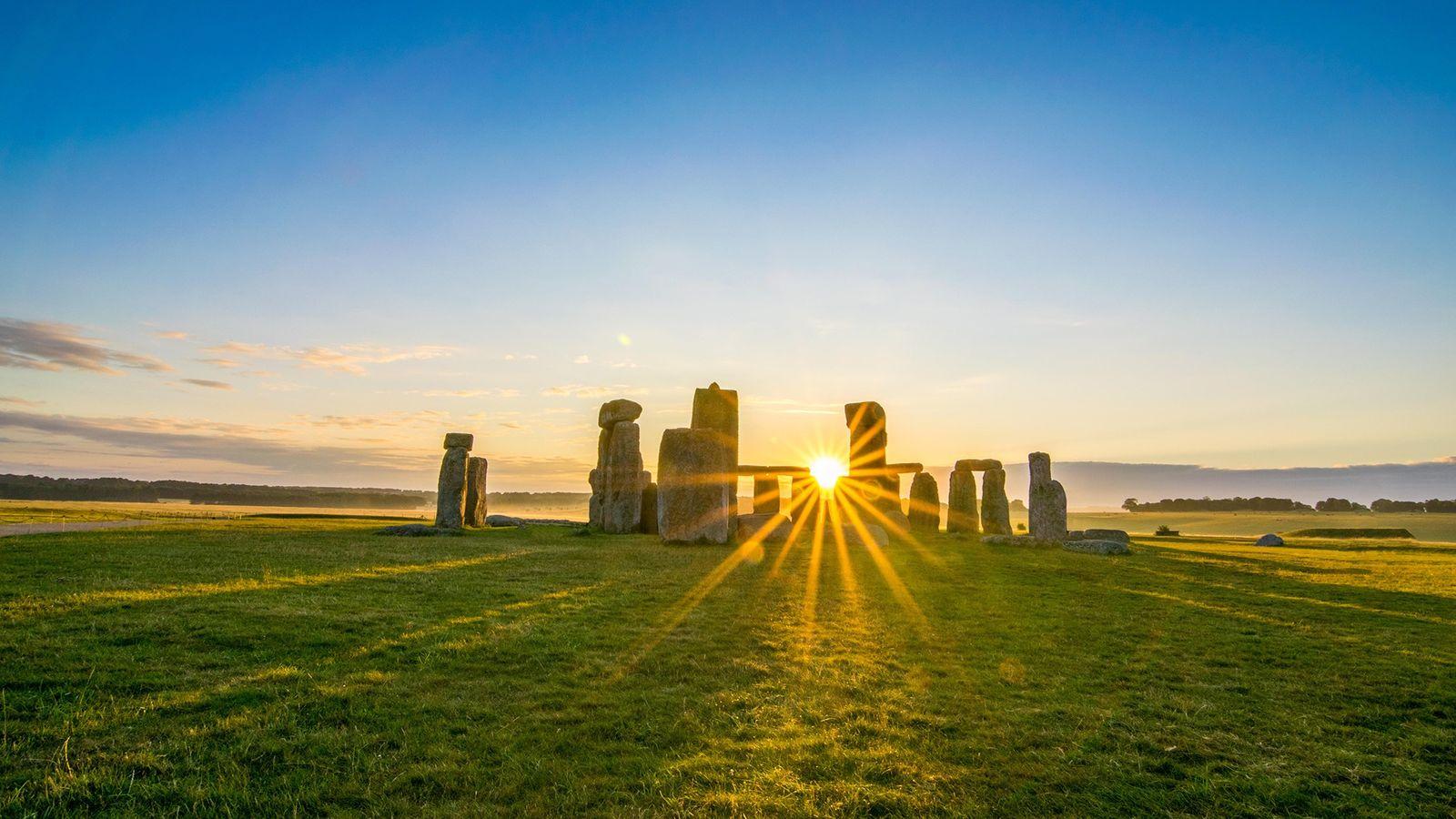 Stonehenge ha sido durante mucho tiempo un destino popular para los equinoccios. Los druidas y los ...