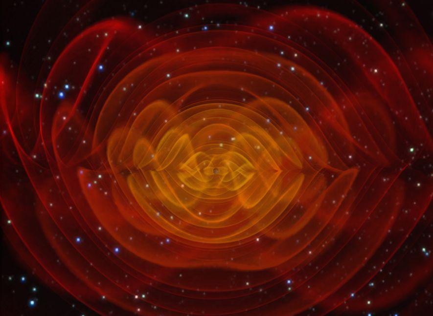 Una simulación por computadora muestra las ondas gravitacionales emitidas por dos gigantes agujeros negros que se ...