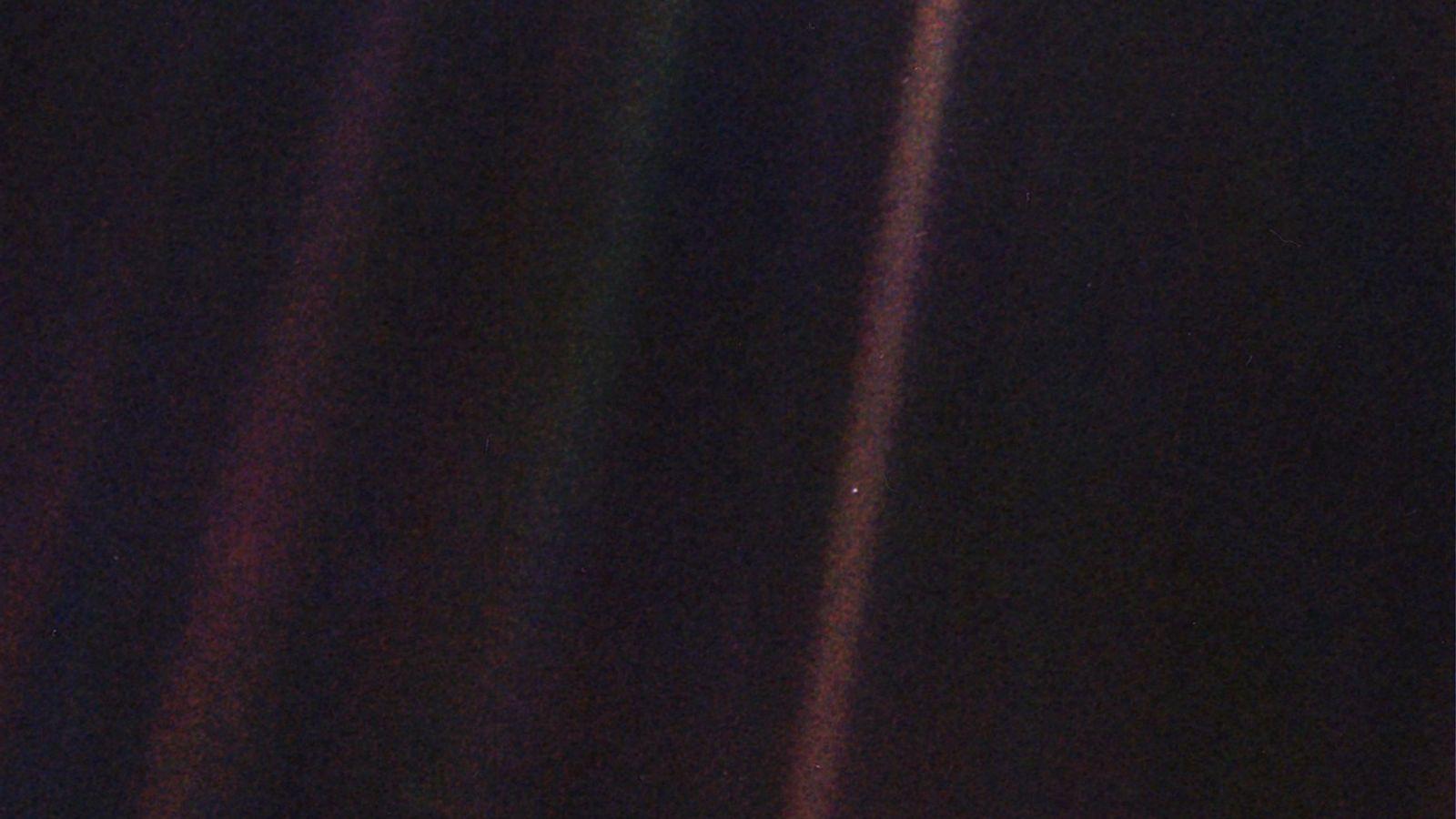 El 14 de febrero de 1990, la nave espacial Voyager 1 tomó una foto de la ...