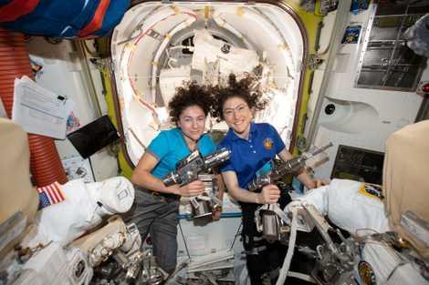 La primera caminata espacial de mujeres