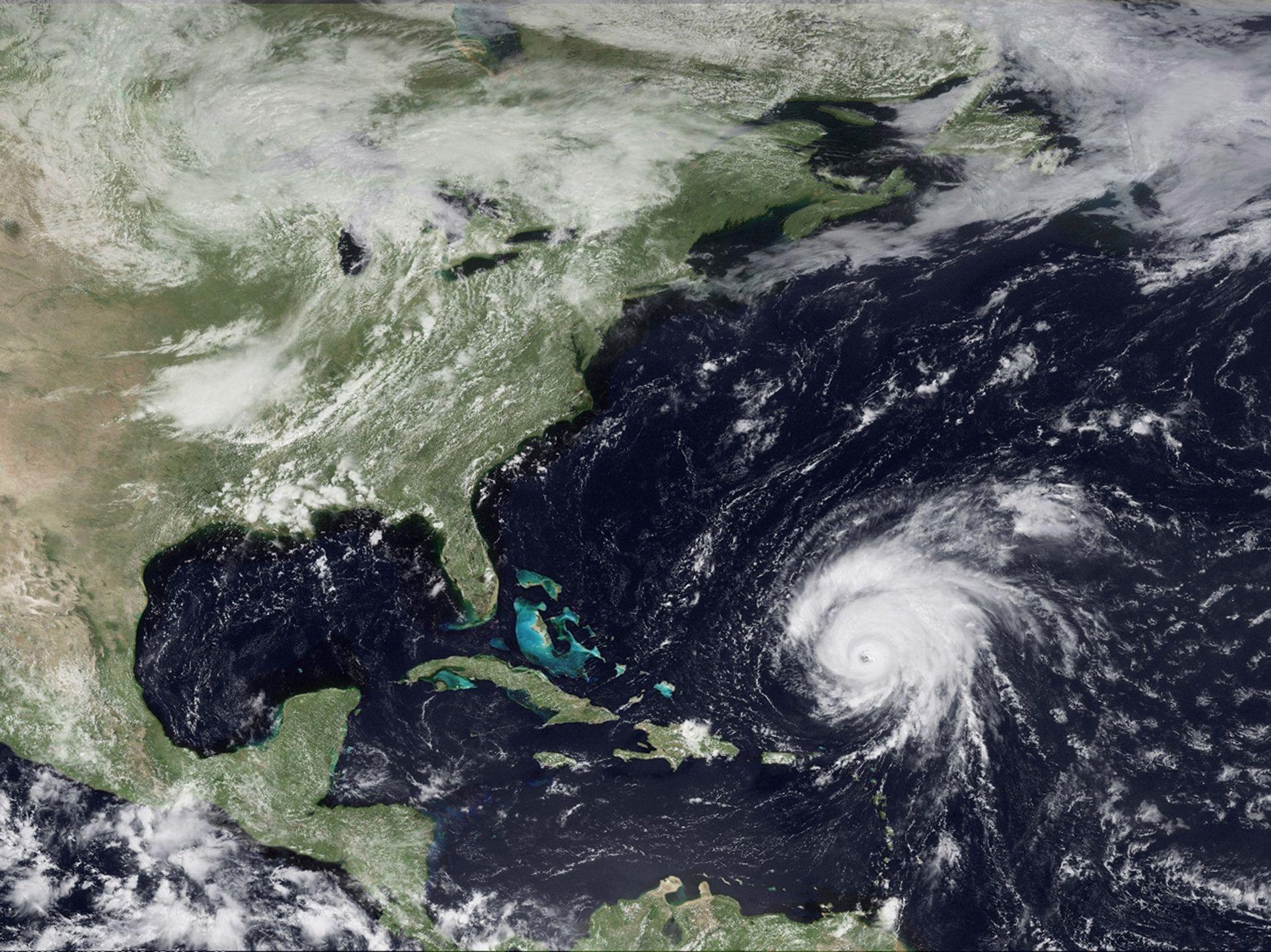 Para que se produzcan estos fenómenos, tormentas gigantes deben agitar un área con la configuración geológica adecuada. Por ejemplo, el Huracán Bill, que aquí podemos ver en una imagen satelital del 2009, desató este tipo de fenómenos al pasar por Georges Bank, en la costa de Nueva Inglaterra (Estados Unidos).