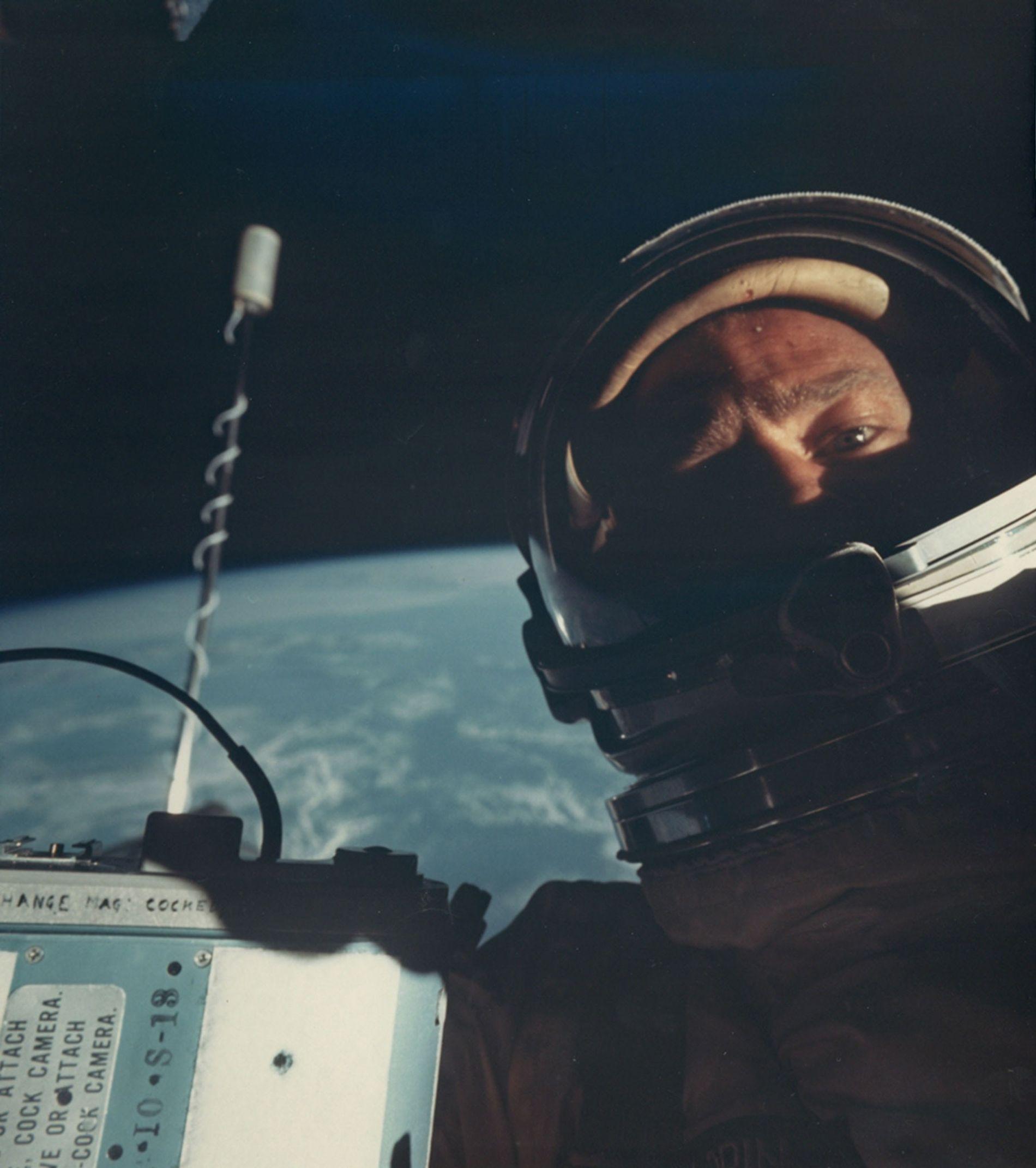 Durante la misión Gemini 12 de 1966, Buzz Aldrin se convirtió en la primera persona en hacerse un selfie espacial.