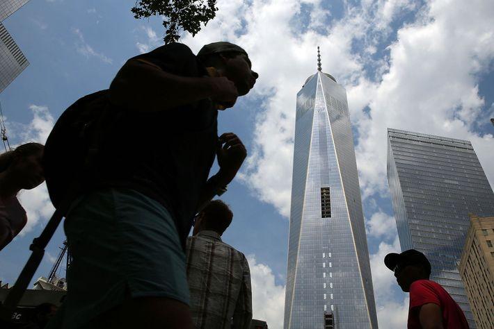 Mayo de 2014, el nuevo One World Trade Center se eleva en la Ciudad de Nueva ...