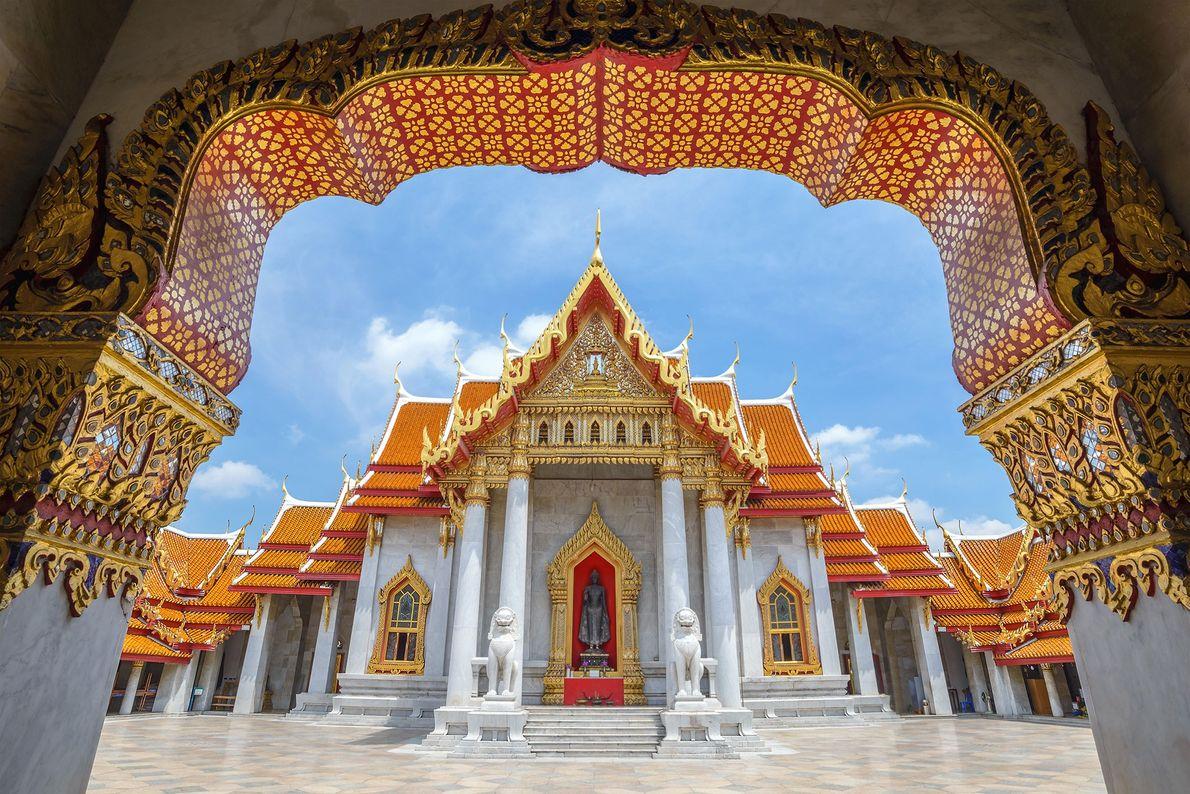 El templo Wat Benchamabophit de Bangkok se completó en 1911 y se construyó completamente con mármol …