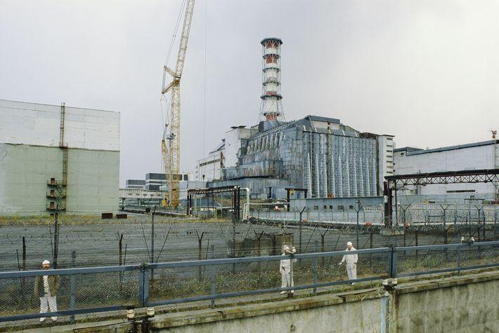 Algunos meses después de que el reactor 4 de la central de energía nuclear de Chernóbil ...