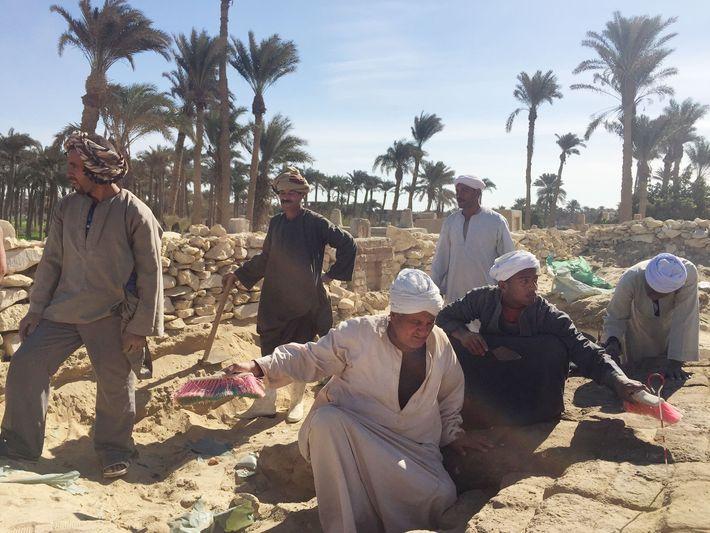 Antes de que los investigadores mapearan de manera extensiva los cementerios antiguos, comenzaron a excavar y ...