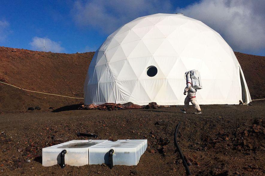Su hogar lejos del hogar es una gran cúpula, desde la cual no podrá salir sin ...