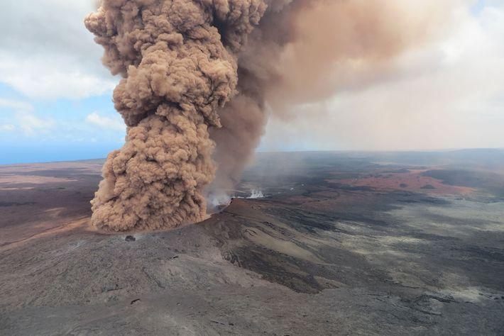 Kilauea es un volcán en escudo, con ligeras pendientes formadas por lava.