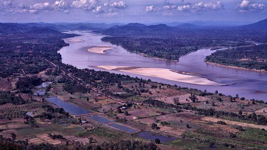 La sequía y las represas aguas arriba han llevado al río Mekong a sus niveles más ...