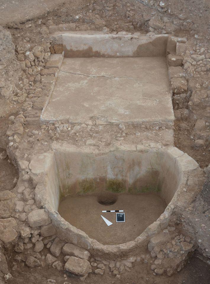 La prensa de vino de Tell el-Burak. Aunque los fenicios diseminaron la cultura del vino por el ...