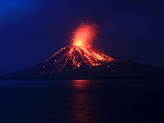 """¿Por qué el tsunami """"volcánico"""" de Indonesia casi no dio aviso?"""