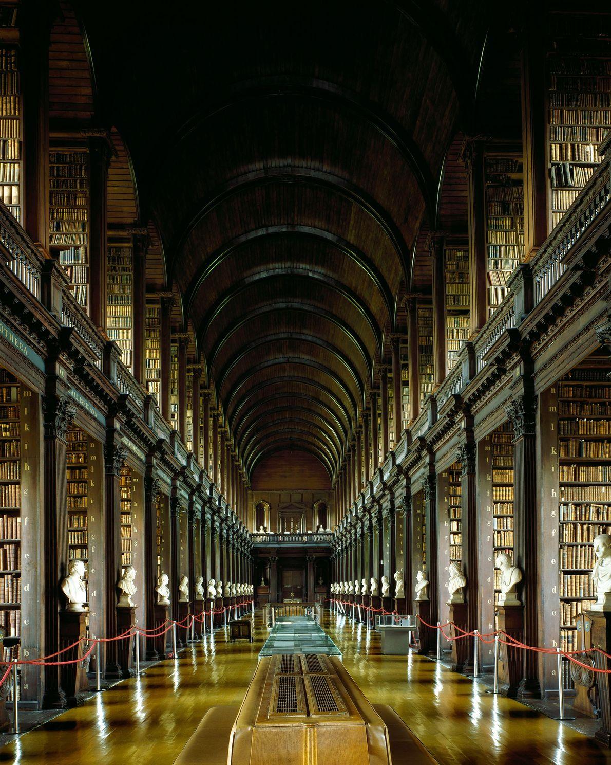 The Library of Trinity College, Dublin, Irlanda